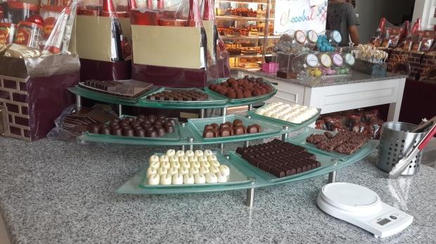Berbagai jenis cokelat Pralines yang dijual
