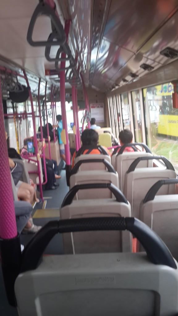Taking the city bus! Seandainya di Indonesia bisa segeraaa seperti ini